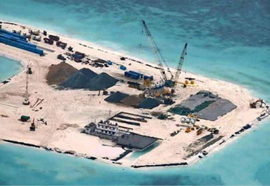 Việt Nam yêu cầu Trung Quốc chấm dứt ngay việc cải tạo, xây dựng công trình phá vỡ nguyên trạng tại quần đảo Trường Sa. Trong ảnh: Trung Quốc đang xây dựng, mở rộng đảo Gạc Ma của Việt Nam bị Trung Quốc dùng vũ lực chiếm năm 1988