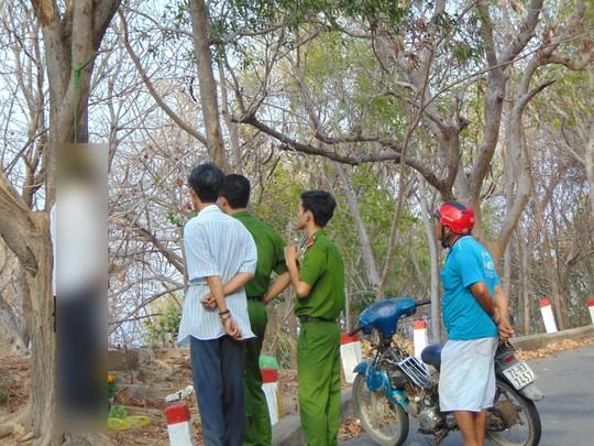 Công an khám nghiệm hiện trường, điều tra về cái chết của ông Nguyễn Văn Bảy