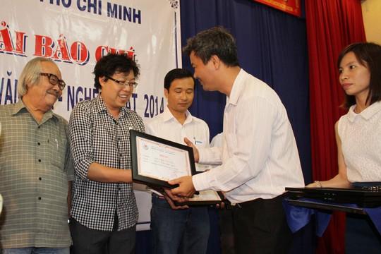 Tác giải Thanh Hiệp nhận giải