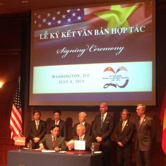 Tổng Bí thư Nguyễn Phú Trọng chứng kiến lễ ký kết một số văn kiện hợp tác hai nước - Ảnh: facebook Đại sứ Mỹ tại Việt Nam