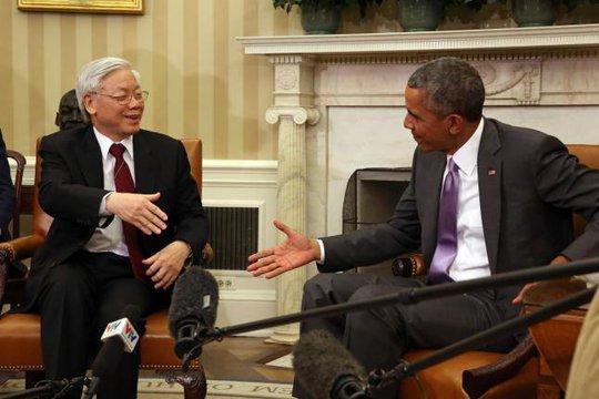 Tổng Bí thư Nguyễn Phú Trọng và Tổng thống Barack Obama bắt tay nhau trước khi bước vào hội đàm chính thức