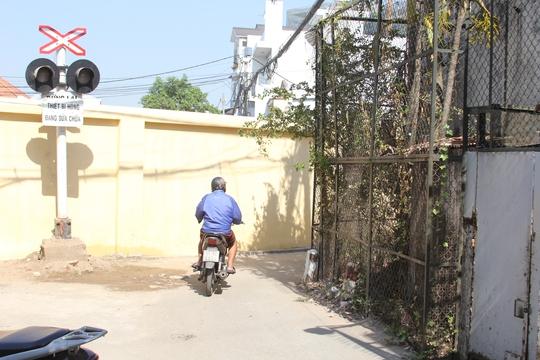 Đường Trương Đăng Quế (quận Gò Vấp) bị bức tường chắn ngang, bít lối đi của người dân