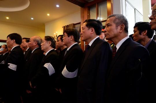 Chủ tịch Tổng LĐLĐ Vệt Nam Đặng Ngọc Tùng (bìa phải)
