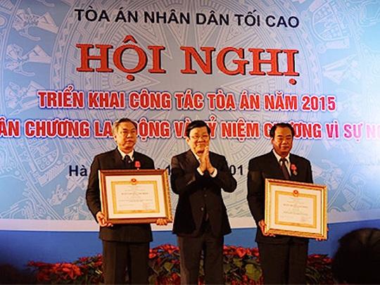 Chủ tịch nước Trương Tấn Sang trao Huân chương Lao động cho các cá nhân có thành tích xuất sắc trong công tác ngành tòa án