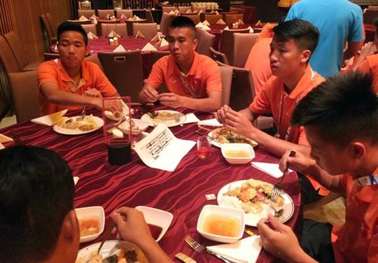 Buồi ăn tối của U23 tại khách sạn