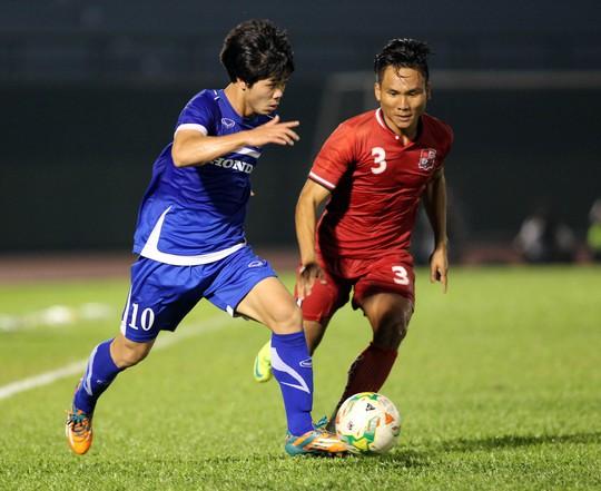Công Phượng (trái) và đội U23 Việt Nam sẽ có những trận giao hữu chất lượng trước thềm SEA Games 2015 Ảnh: Quang Liêm