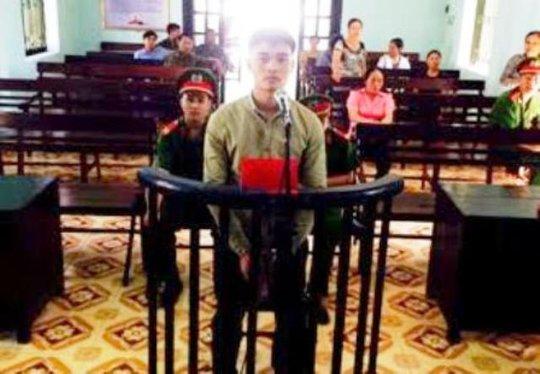 Trần Đức Thuận lãnh 4 năm tù giam vì vô cớ chém công an