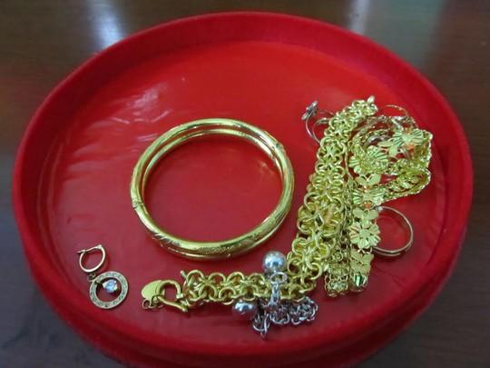 TP HCM: Truy tìm chủ nhân bộ vàng nữ trang
