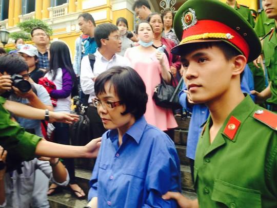 Huỳnh Thị HUyền Như sẽ bị điều tra tội tham ô