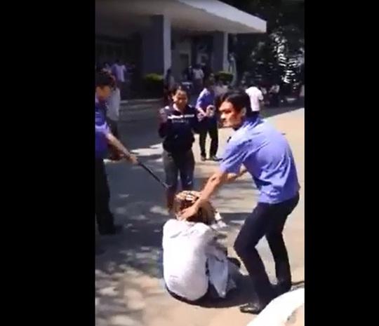 Xuất hiện clip bảo vệ Bệnh viện Quảng Ngãi đánh người