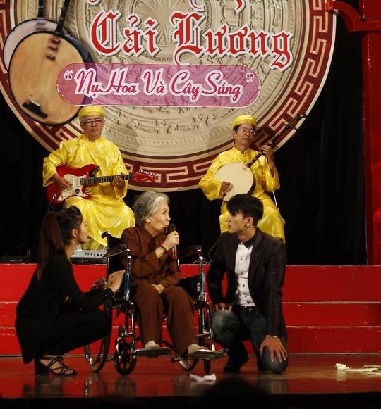 Nghệ sĩ Út Bạch Lan và diễn viên Kha Kiều My, Dương Cường trong vở Mẹ mãi trong đời con