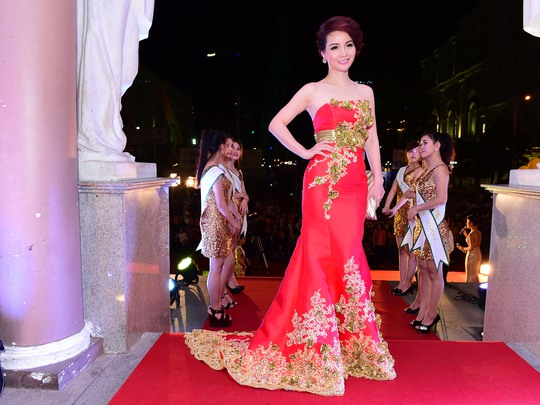 Những trang phục đẹp, độc của sao tại Mai Vàng 2014 - Ảnh 9.