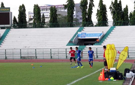 Văn Quyết và Minh Tuấn vẫn bị đau nhẹ và phải tập theo chế độ riêng. Theo bác sỹ của đội tuyển, ngày mai 2 cầu thủ này có thể trở lại tập luyện bình thường.