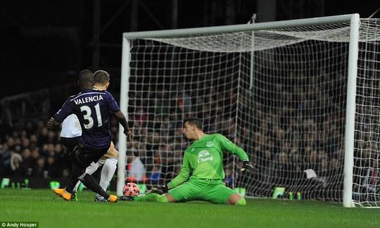 Thủ môn Adrian ghi bàn, West Ham hạ Everton 9-8