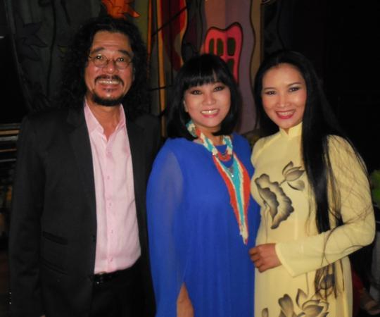 Ca sĩ Khắc Triệu, Cẩm Vân và Thùy Dương trong chương trình Giai điệu tháng 5