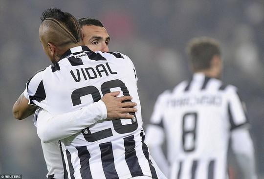 Carlos Tevez mở tỉ số cho Juventus từ rất sớm