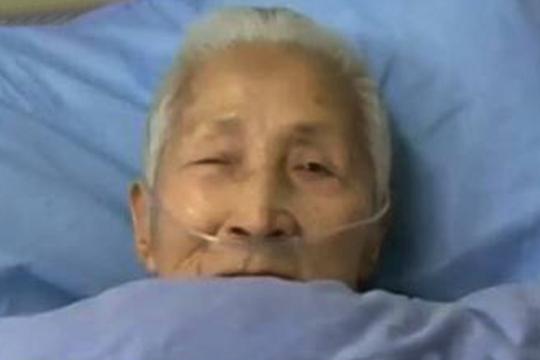 Sau hôn mê, cụ bà Trung Quốc nói tiếng Anh như gió