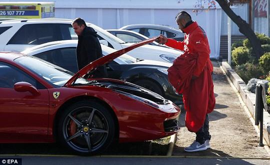 Chiếc Ferrari trước lúc gặp nạn của Vidal