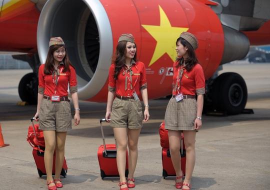 Trang phục khoẻ khoắn của nữ tiếp viên Vietjet