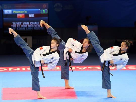 Phần thi của đội nữ taekwondo Việt Nam