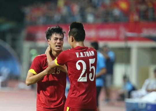 Hay giọt nước mắt của Văn Toàn sau khi ấn định chiến thắng 5-1