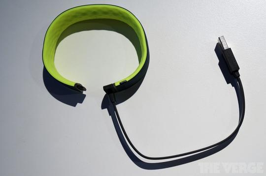Grip, vòng đeo tay theo dõi sức khỏe đầu tiên của HTC