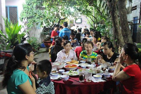 Những bữa tiệc tất niên giúp công nhân cảm thấy ấm lòng