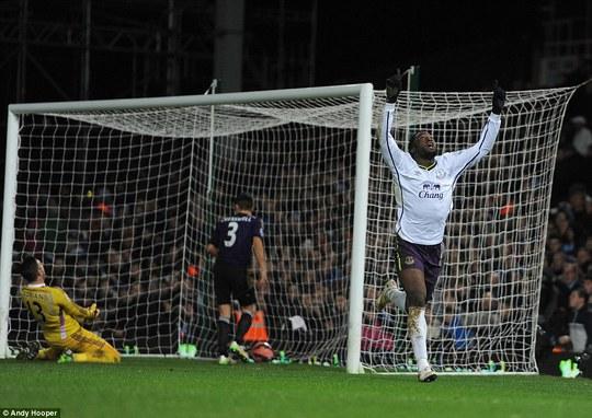 Kukaku nâgn tỉ số lên 2-1 cho Everton