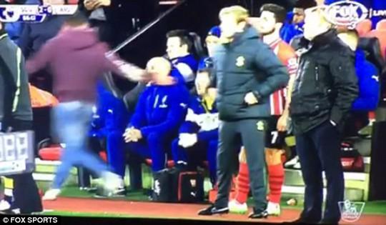 CĐV bức xúc sau khi Arsenal nhận 2 bàn thua trước Southampton
