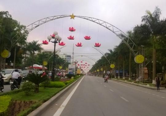 Đường hoa trên đại lộ Lê Lợi đã sẵn sàng cho năm du lịch Quốc gia