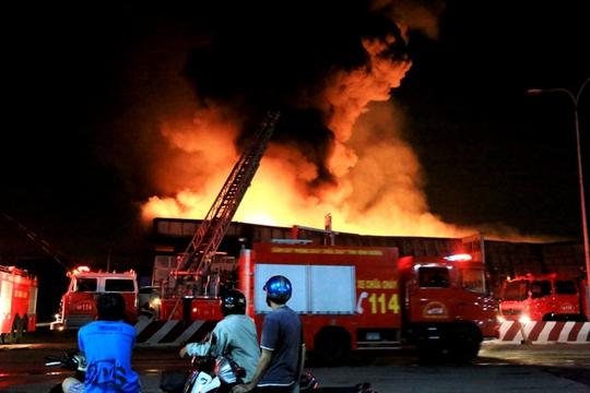 Lúc đỉnh điểm khoảng 20 xe chữa cháy đã được huy động