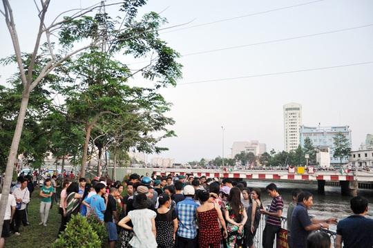 Phát hiện xác phụ nữ trên kênh Nhiêu Lộc