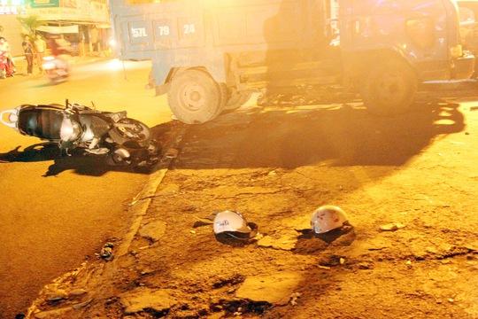 """Chiếc xe ben """"điên"""" làm loạn trên đường khiến 4 người trọng thương trong đó 3 người trong cùng một gia đình nguy kịch"""