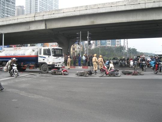 Hiện trường vụ xe bồn tông hàng loạt xe máy