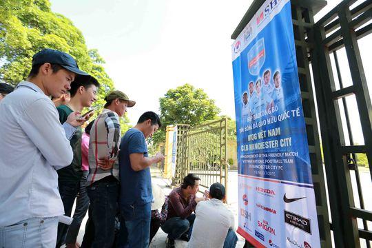 Vé trận Việt Nam - Man City chưa hút người mua