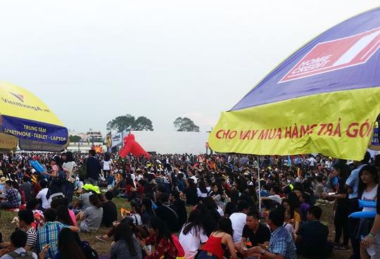 Rất đông bạn trẻ tham dự sự kiện Yan Beatfest 2015