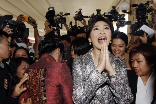 Bà Yingluck Shinawatra rời khỏi trụ sở NLA hôm 22-1 Ảnh: REUTERS