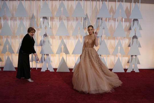 Jennifer Lopez khoảnh khắc trên thảm đỏ