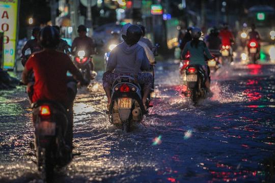 Đường Lương Định Của ngập trong nước