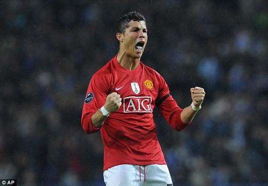 Neville tiết lộ Ronaldo bị bắt nạt ở M.U
