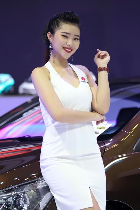 Người mẫu tại gian hàng của hãng Suzuki