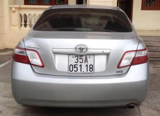 Chiếc xe Toyota Camry gắn BKS giả 35A - 051.18 đã do ông Hoàng Đức Huân điều khiển tông chết người