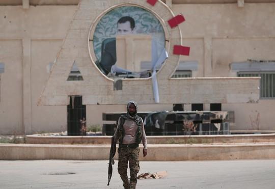Một chiến binh YPG tại khu vực Hasaka do người Kurd kiểm soát ở Syria. Ảnh: REUTERS