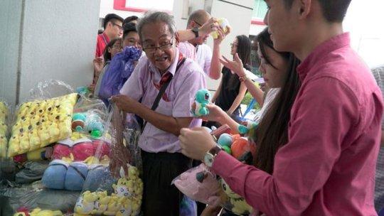 """""""Bác David"""" bán đồ chơi ở thủ đô của Malaysia. Ảnh: BBC"""