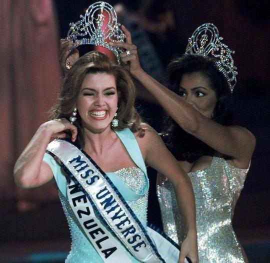 Alicia Machado đại diện cho Venezuela thi hoa hậu năm 1996. Ảnh: AP