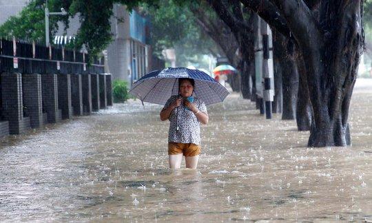 Một con đường ngập nước ở TP Phúc Châu, tỉnh Phúc Kiến ngày 28-9. Ảnh: BARCROFT