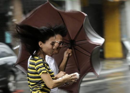 Đây là thời điểm Trung Quốc và Đài Loan hứng bão nhiều nhất trong năm. Ảnh: EPA
