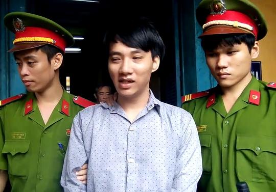 Bị cáo Nguyễn Thanh Hải được áp giải sau phiên tòa.