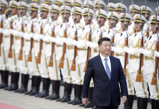 Chủ tịch Trung Quốc Tập Cận Bình duyệt đội danh dự tại Đại lễ đường Nhân dân ở Bắc Kinh hồi tháng trước. Ảnh: REUTERS