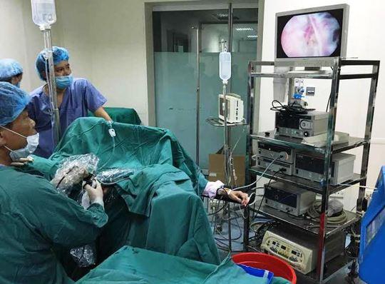 Ca mổ nội soi bóc bướu phì tiền liệt tuyến bằng Laser thành công của các y, bác sĩ Bệnh viện Đa khoa Hợp Lực
